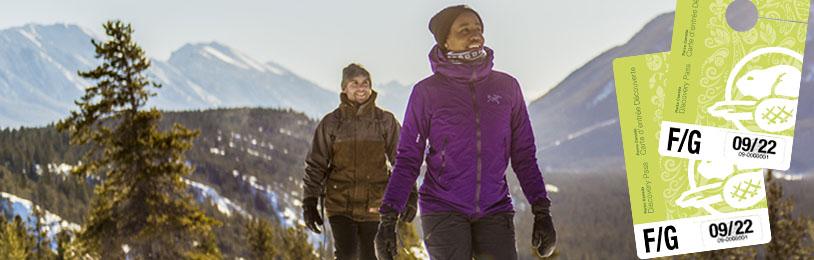 Promenade en raquette dans les sentiers Hoodoo.  Parc national Banff / Snowshoeing at Hoodoo Trails. Banff National Park